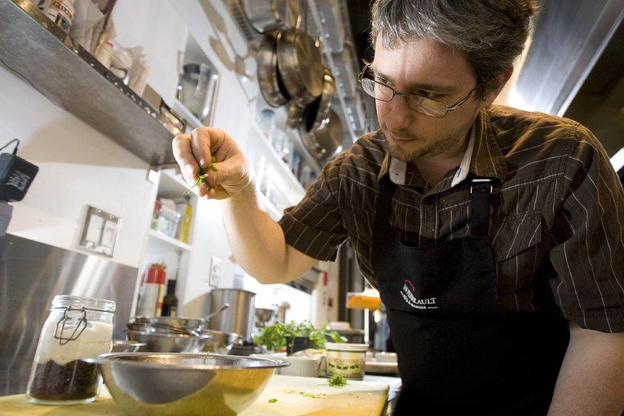 Le chef Ian Perreault du resto Prêts-à-Manger.... (Photo: François Roy, La Presse)