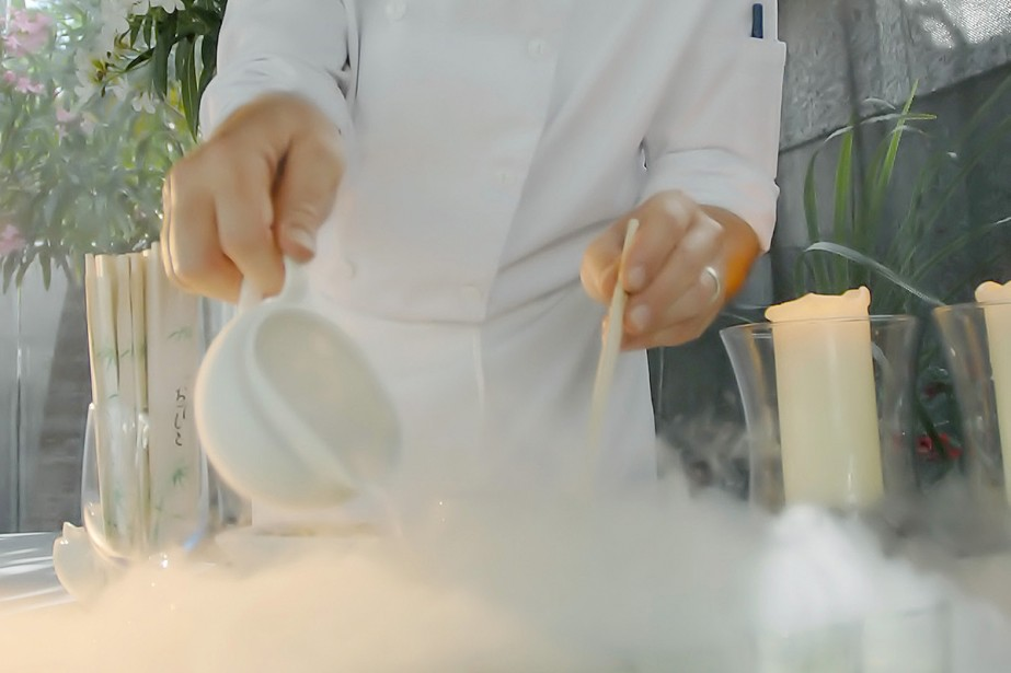 Il essaie la cuisine mol culaire et y perd les deux mains - Cuisine moleculaire montreal ...