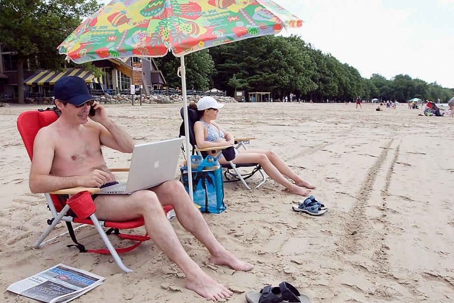 Difficile de décrocher du boulot? Certains acceptent de... (Photo Robert Skinner, La Presse)