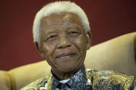 Nelson Mandela, le premier président noir sud-africain, fête... (Photo: AP)