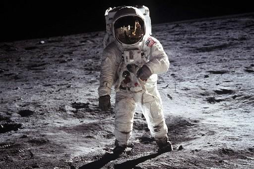 Neil Armstrong foulant le sol de la Lune:... (Photo: archives AFP)