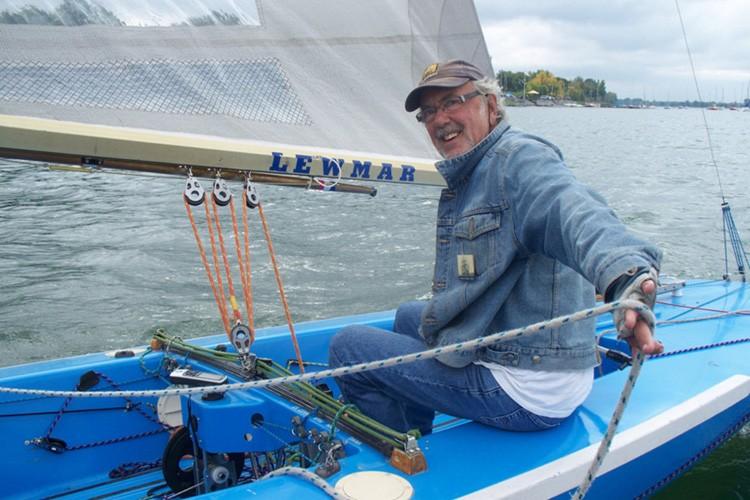 Jacques Godin sur son voilier....