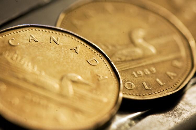 Le dollar canadien s'est échangé ces derniers jours près de... (Photo: Reuters)