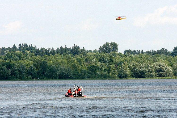 Les deux hommes auraient disparu dans la rivière... (Michel Lafleur, Archives LeDroit)