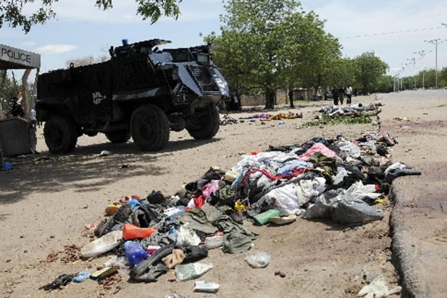 Une pile de vêtements qui témoigne de la... (Photo AFP)