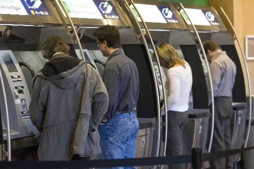 Récession oblige, les consommateurs de la planète... (Photo archives, La Presse)