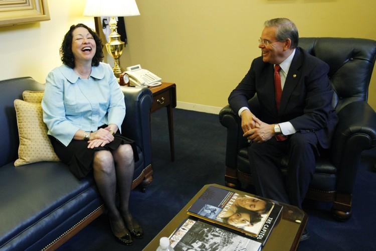 La juge Sonia Sotomayor et le sénateur démocrate... (Photo: Reuters)