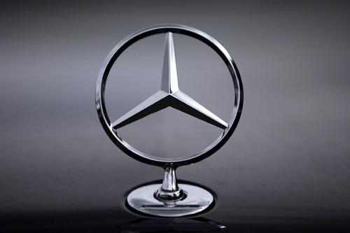 Les constructeurs haut de gamme allemands BMW et Daimler... (Photo: Reuters)