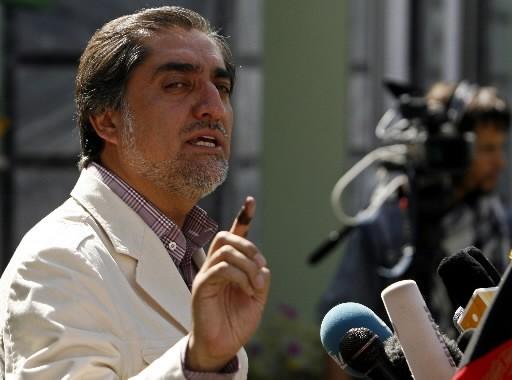 Le candidat Abdullah Abdullah en point de presse... (Photo Reuters)