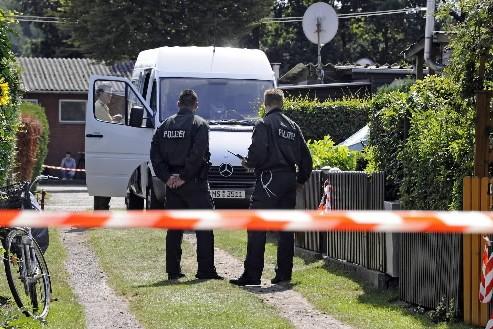 Les policiers étaient présents au camping près de... (Photo AP)