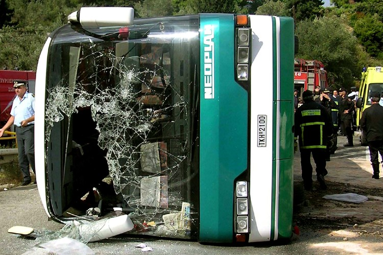 Un accident d'autocar dans un ravin au sud-est... (Photo: Archives AP)