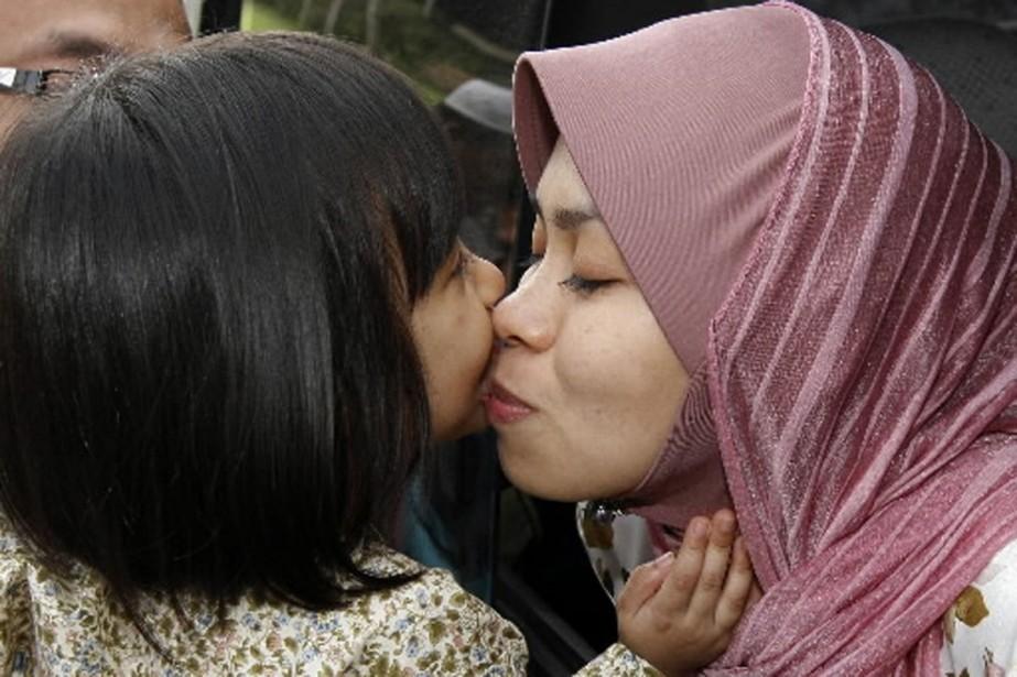 Kartika Sari Dewi Shukarno a embrassé sa fille... (Photo AP)