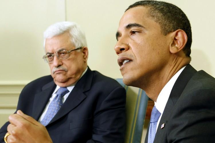 Le président palestinien Mahmoud Abbas et son homologue... (Photo: Reuters)