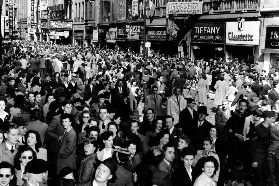 La foule réunie sur la rue Saint-Catherine à... (Photo: Archives La Presse)