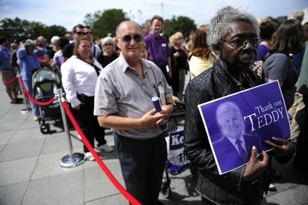 Des dizaines de milliers d'admirateurs ont fait la... (Photo: AFP)