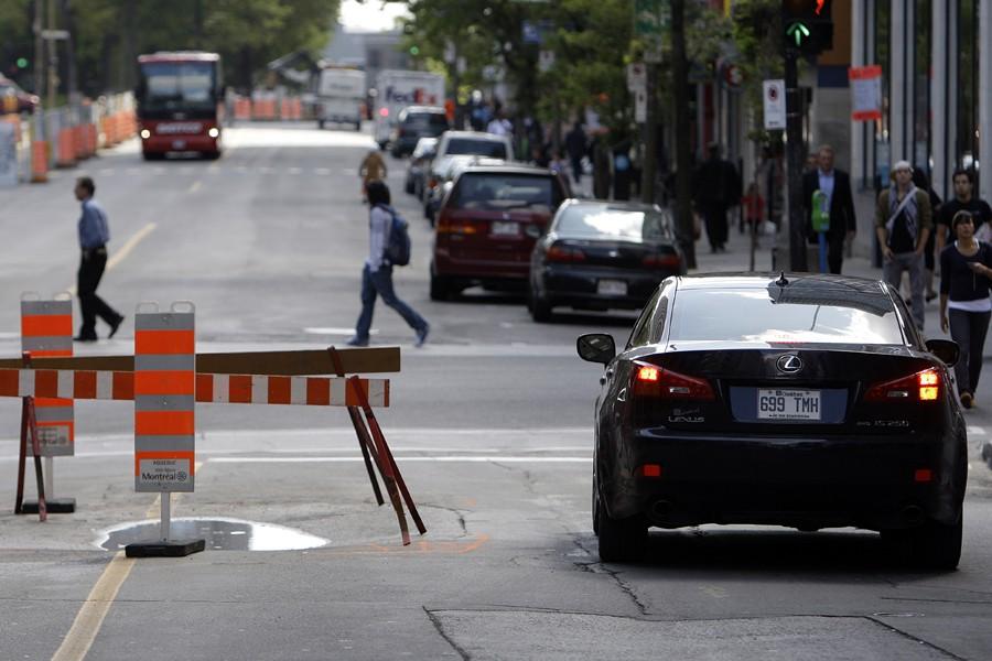 Un égout s'est affaissé sous la rue Peel,... (Photo: Robert Mailloux, La Presse)
