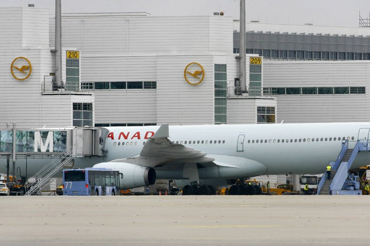 Un avion de la compagnie Air Canada à... (Photo: Reuters)