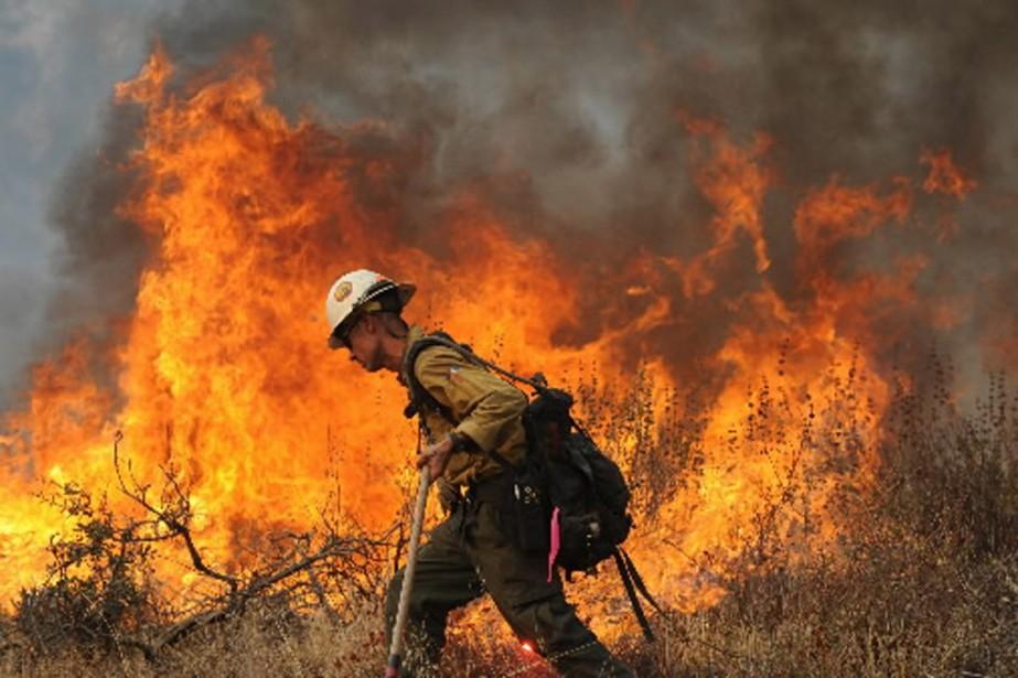 Si les incendies sont maîtrisés du côté sud... (Photo AFP)