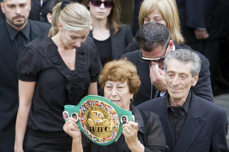 Les proches d'Arturo Gatti, dont sa mère, qui... (Photo: PC)