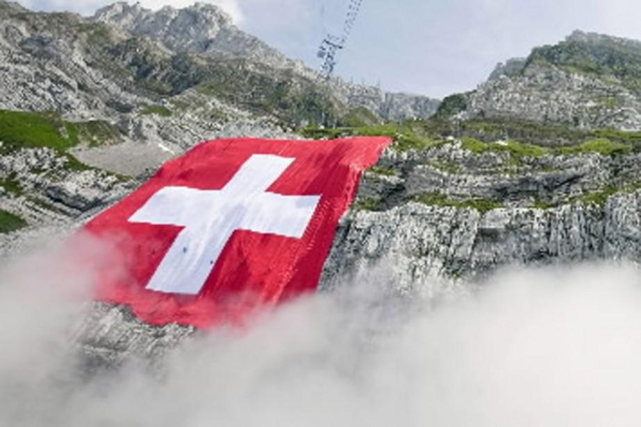 La Suisse doit être démantelée et ses régions linguistiques... (Photo AP)