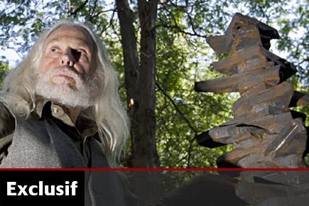 Une sculpture inédite de l'artiste Armand... (Photo: Ivanoh Demers, La Presse)