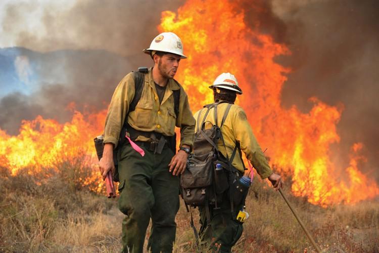 Le plus grand incendie jamais enregistré dans le comté de Los... (Photo: AFP)