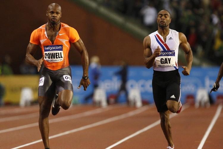 Asafa Powell (à gauche) a eu le meilleur... (Photo: Reuters)