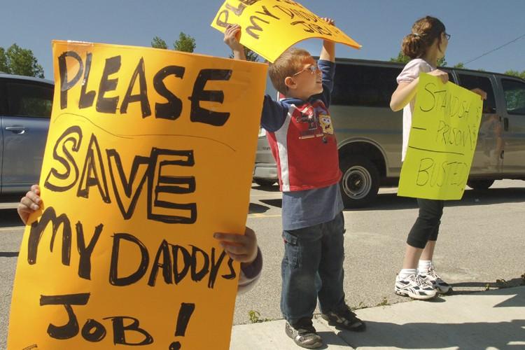 Des enfants de Standish ont manifesté en juin... (Photo: AP)