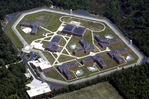 Une vue aérienne de la prison de haute... (Photo: AP)