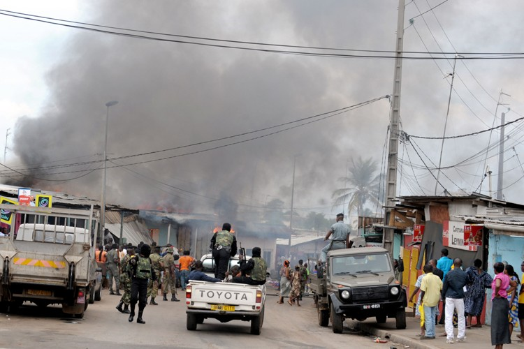 Les violences post-électorales ont éclaté jeudi à l'annonce... (Photo: AFP)