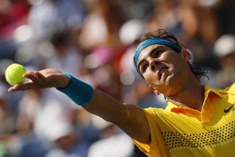 Rafael Nadal au service.... (Photo: Reuters)