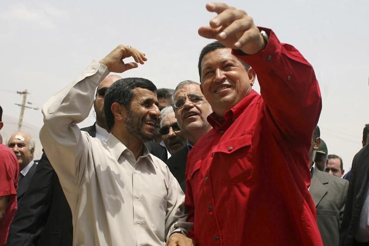 Le président iranien Mahmoud Ahmadinejad et son homologue... (Archives Reuters)