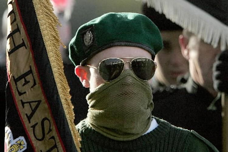 Un membre des milices paramilitaires d'Irlande du Nord... (Photo: Archives Reuters)