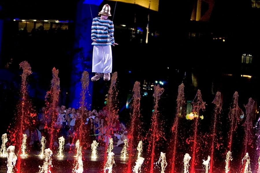 Inaugurée avec éclat hier, la place des Festivals... (Photo: Robert Skinner, La Presse)