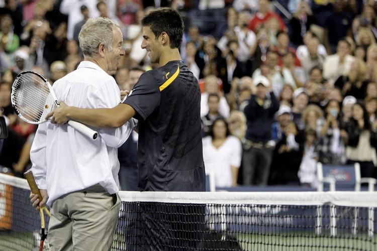 John McEnroe est descendu sur le court pour... (Photo: AP)