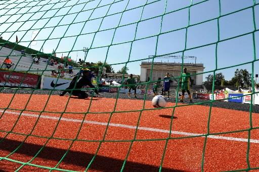 À quatre contre quatre, les joueurs se défient... (Photo AFP)
