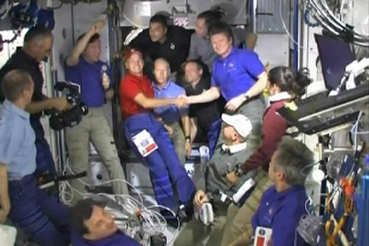 L'équipage de la navette Discovery.... (Photo: Reuters/NASA)
