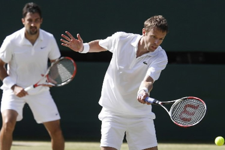 Daniel  Nestor (à droite) et son partenaire,... (Photo: Archives AP)