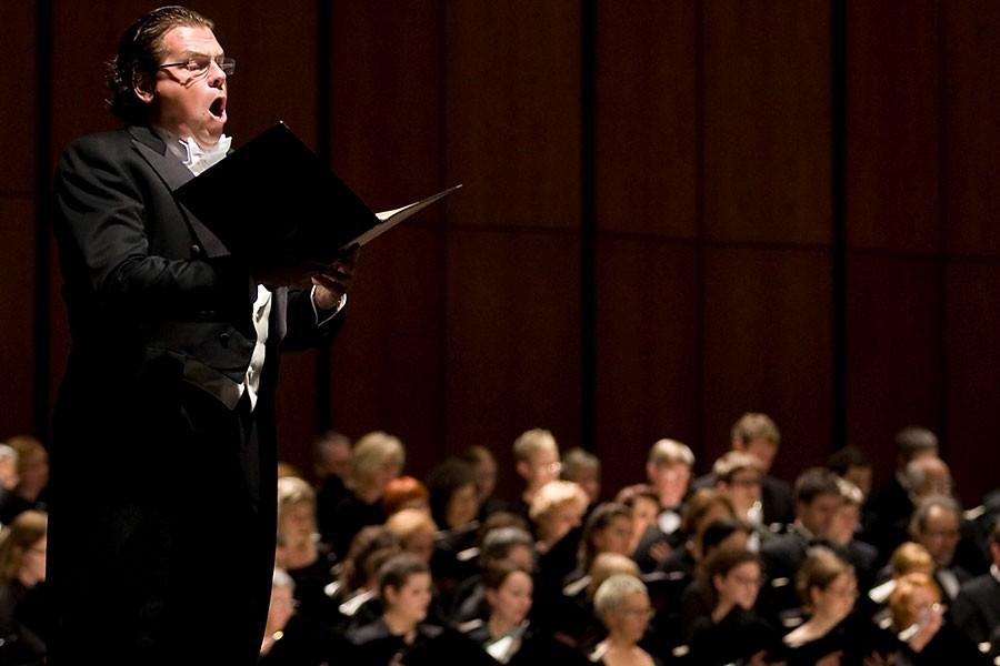 Le ténor Michael Schnade chantant l'unique solo du... (Photo: fournie par l'OSM)