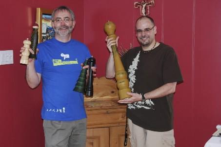 Avec ses partenaires, le curé Joscelyn Vaillancourt (à... (Photo: Simon Diotte, collaboration spéciale)