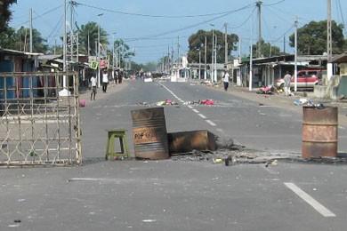 Les rues de Port-Gentil ont été le théâtre... (Photo AFP)