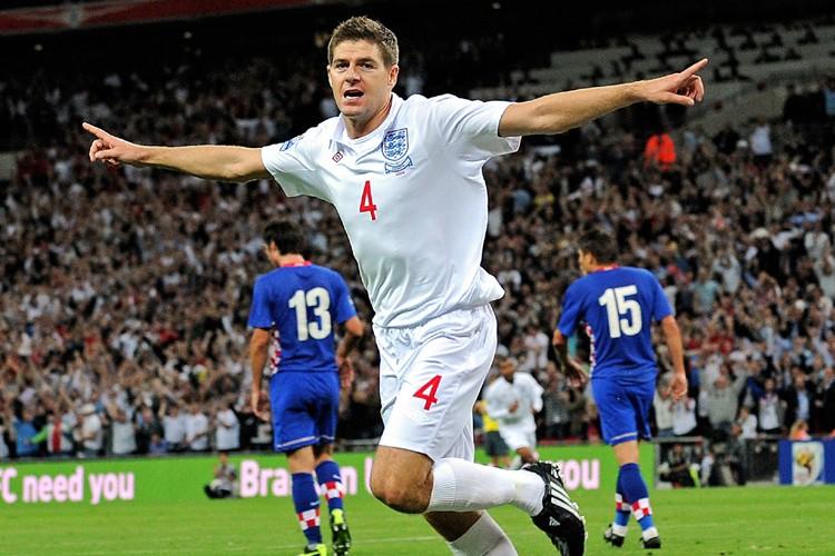 Steven Gerrard célèbre un but contre la Croatie.... (Photo: AFP)