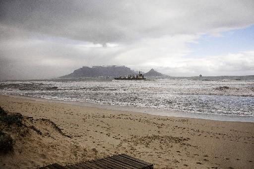 Mardi, les mauvaises conditions météorologiques au large des... (Photo AFP)