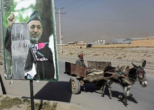 Les premiers résultats donnent le président sortant Hamid... (Photo Reuters)