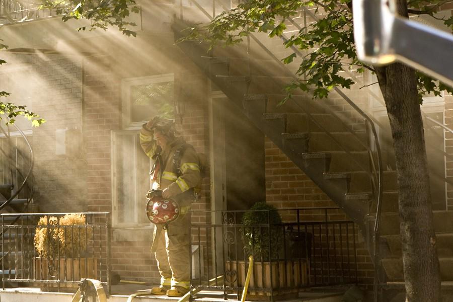 Les pompiers ont rapidement maîtrisé un incendie qui... (Photo: David Boily, La Presse)