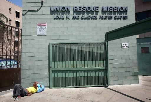 Une itinérante attend l'ouverture d'un centre d'aide de... (Photo archives AFP)