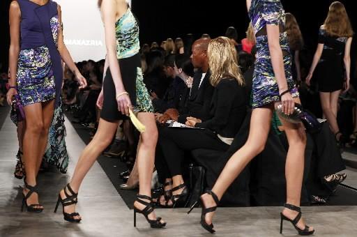 Des mini-robes de la collection printemps 2010 de... (Photo: Reuters)