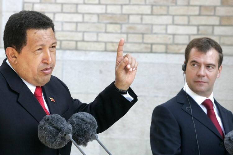 Le président venezuelien Hugo Chavez (à gauche) et... (Photo: AFP)