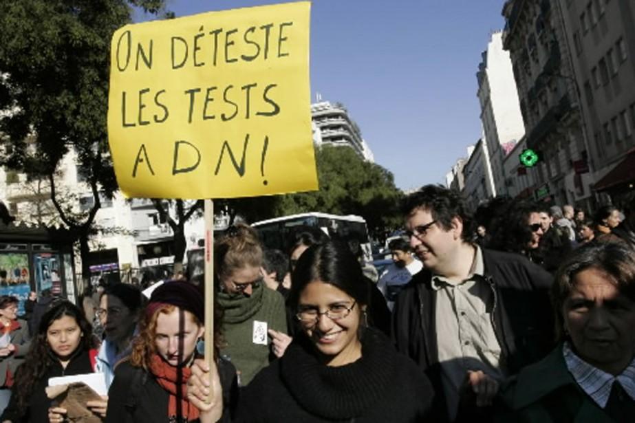 En 2007, l'adoption de l'expérimentation de tests ADN... (Photo archives AFP)