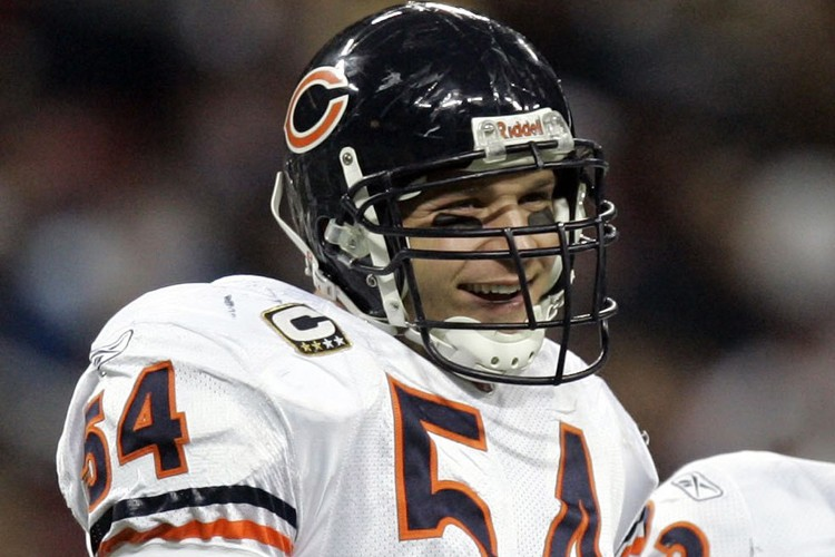 Brian Urlacher... (Photo: AP)